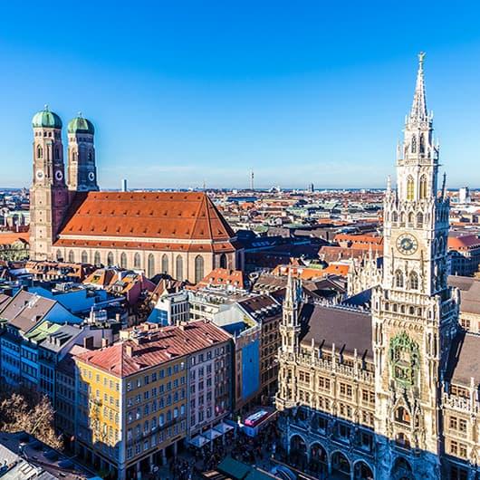 Ausflug nach München - Das Bild gibt Ausblick auf das Rathaus und die Frauenkirche